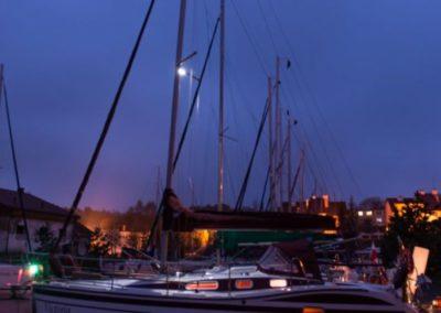 jacht w nocy na Mazurach