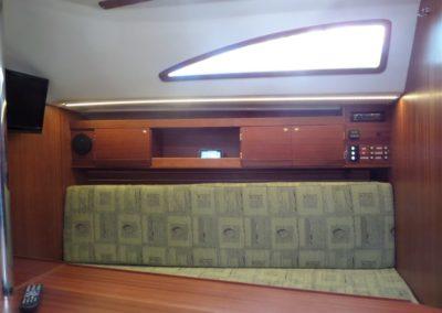 wnętrze jachtu laguna 30+