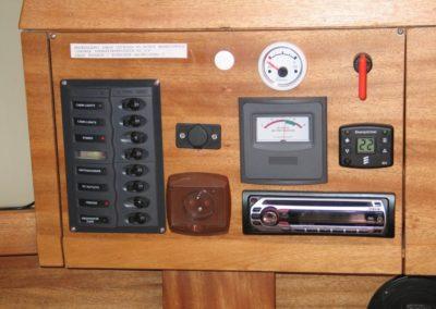 panel przyrządów na jachcie sagitta