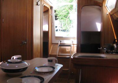 wnętrze jachtu cobra 33